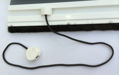 Retractable insect screen pull cord