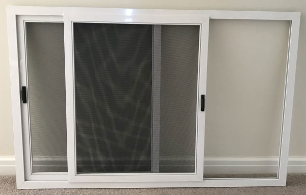 Horizontal sliding insect screen